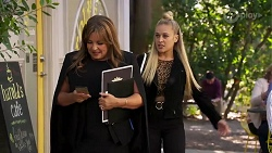 Terese Willis, Roxy Willis in Neighbours Episode 8177