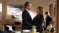 Paul Robinson, Terese Willis, Lyn Scully in Neighbours Episode 8178