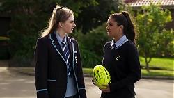 Mackenzie Hargreaves, Yashvi Rebecchi in Neighbours Episode 8184