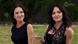 Christina Robinson, Caroline Alessi in Neighbours Episode 8187