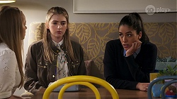 Harlow Robinson, Mackenzie Hargreaves, Yashvi Rebecchi in Neighbours Episode 8194