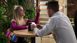 Roxy Willis, Mark Brennan in Neighbours Episode 8203