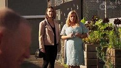 Clive Gibbons, Amy Williams, Sheila Canning in Neighbours Episode 8204