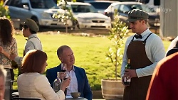 Beverly Robinson, Clive Gibbons, Kyle Canning in Neighbours Episode 8204