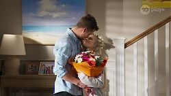 Mark Brennan, Roxy Willis in Neighbours Episode 8205