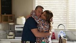Paul Robinson, Terese Willis in Neighbours Episode 8208