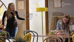 Harlow Robinson, Mackenzie Hargreaves in Neighbours Episode 8211