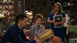Pierce Greyson, Susan Kennedy, Terese Willis in Neighbours Episode 8213