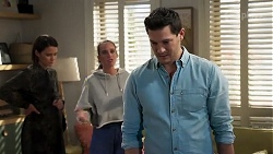 Elly Conway, Bea Nilsson, Finn Kelly in Neighbours Episode 8219