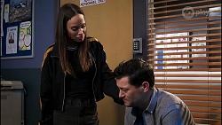 Bea Nilsson, Finn Kelly in Neighbours Episode 8231