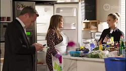 Paul Robinson, Terese Willis, Roxy Willis in Neighbours Episode 8232