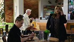 Chloe Brennan, Terese Willis in Neighbours Episode 8233