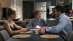 Chloe Brennan, Susan Kennedy, Pierce Greyson in Neighbours Episode 8239