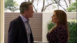 Paul Robinson, Terese Willis in Neighbours Episode 8242
