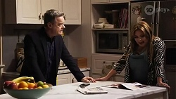 Paul Robinson, Terese Willis in Neighbours Episode 8243