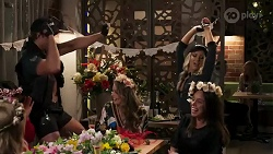 Sheila Canning, Elly Conway, Hugh Hammer, Chloe Brennan, Diamond La Rue, Bea Nilsson in Neighbours Episode 8250