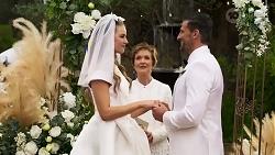 Chloe Brennan, Susan Kennedy, Pierce Greyson in Neighbours Episode 8251