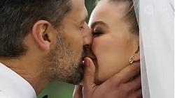 Pierce Greyson, Chloe Brennan in Neighbours Episode 8251