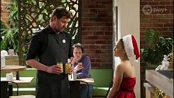 Shane Rebecchi, Roxy Willis in Neighbours Episode 8261