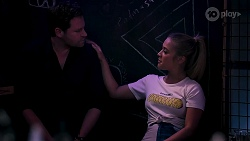 Shane Rebecchi, Roxy Willis in Neighbours Episode 8275
