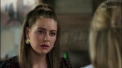 Chloe Brennan, Lisa Rowsthorn in Neighbours Episode 8281