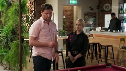 Shane Rebecchi, Roxy Willis in Neighbours Episode 8293