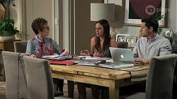 Susan Kennedy, Bea Nilsson, Finn Kelly in Neighbours Episode 8293