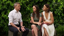 Trent Kelly, Bea Nilsson, Elly Conway in Neighbours Episode 8298