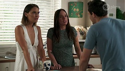 Elly Conway, Bea Nilsson, Finn Kelly in Neighbours Episode 8299