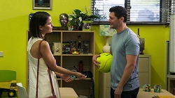 Elly Conway, Finn Kelly in Neighbours Episode 8299