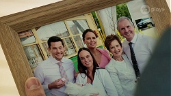 Finn Kelly, Bea Nilsson, Elly Conway, Susan Kennedy, Karl Kennedy in Neighbours Episode 8304