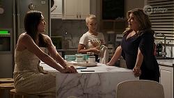Paige Smith, Roxy Willis, Terese Willis in Neighbours Episode 8305