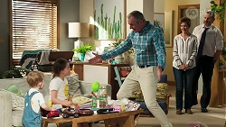 Hugo Somers, Nell Rebecchi, Karl Kennedy, Susan Kennedy, Toadie Rebecchi in Neighbours Episode 8313