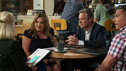 Lucy Robinson, Terese Willis, Paul Robinson, Mark Gottlieb in Neighbours Episode 8314