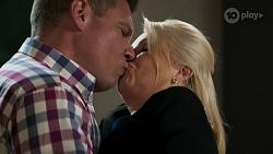 Mark Brennan, Lucy Robinson in Neighbours Episode 8314