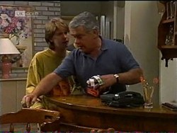Brett Stark, Lou Carpenter in Neighbours Episode 2185