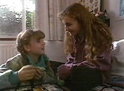 Hannah Martin, Debbie Martin in Neighbours Episode 2205