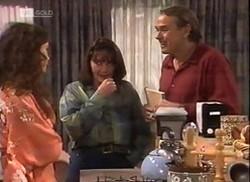 Gaby Willis, Pam Willis, Doug Willis in Neighbours Episode 2206