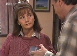 Pam Willis, Doug Willis in Neighbours Episode 2208