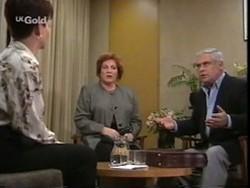 Jennifer Simkin, Cheryl Stark, Lou Carpenter in Neighbours Episode 2665