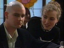 Luke Handley, Debbie Martin in Neighbours Episode 2670