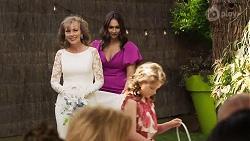 Jane Harris, Dipi Rebecchi, Nell Rebecchi in Neighbours Episode 8324