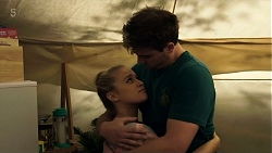 Roxy Willis, Kyle Canning in Neighbours Episode 8324