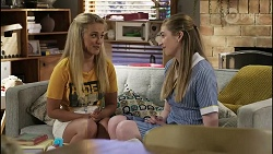 Roxy Willis, Mackenzie Hargreaves in Neighbours Episode 8342