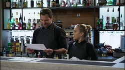Shane Rebecchi, Roxy Willis in Neighbours Episode 8354