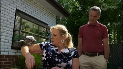 Gary the Pigeon, Sheila Canning, Paul Robinson in Neighbours Episode 8356