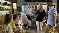 Mackenzie Hargreaves, Harlow Robinson, Hendrix Greyson, Chloe Brennan, Claudia Watkins, Aaron Brennan in Neighbours Episode 8356