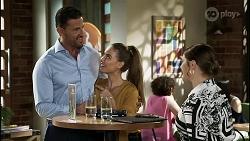Pierce Greyson, Chloe Brennan, Naomi Canning in Neighbours Episode 8360