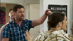 Clive Gibbons, Shane Rebecchi, Naomi Canning in Neighbours Episode 8367