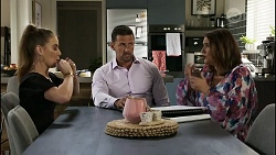 Chloe Brennan, Pierce Greyson, Naomi Canning in Neighbours Episode 8373